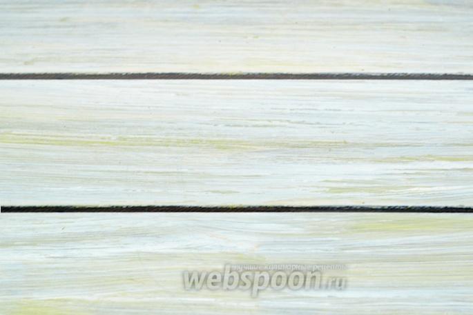 Полированные гладкие доски с нарисованными щелями