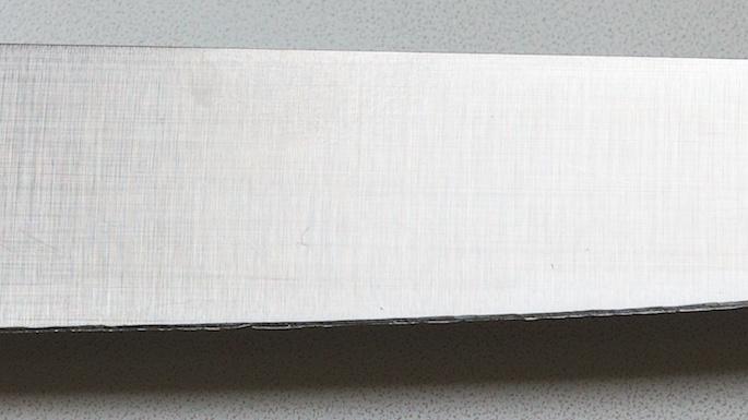 Лезвие ножа после заточки старой точилкой