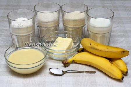 Для приготовления манника нужны такие продукты: мука, сахар, манная крупа, кефир, сливочное масло, сгущёнка и бананы.