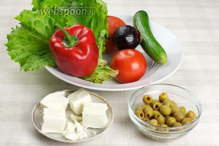 Для греческого салата нам понадобятся — помидоры, огурец, сладкий перец, фиолетовый лук, сыр Фета, оливки, листья салата и оливковое масло.