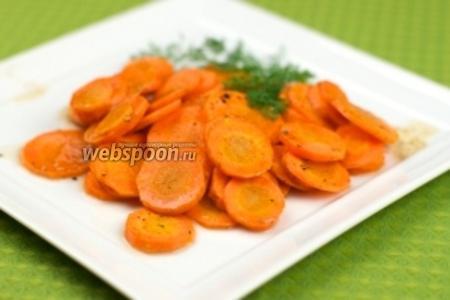 Морковь должна стать мягкой, перед подачей морковку полить соусом.