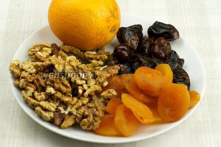 Для приготовления конфет возьмём курагу, финики, грецкие орехи и апельсин.