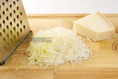 150 г. твёрдого сыра натереть на мелкой тёрке.