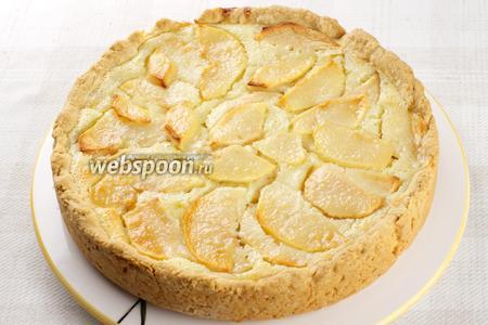 Пирог обязательно полностью остудить в форме (лучше даже поставить в холодильник на 1-2 часа), только затем вынимать и нарезать.