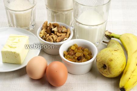 Для приготовления кексов возьмём муку, сахар, кефир, сливочное масло, банан, спелую мягкую грушу, горсть изюма и грецких орехов.