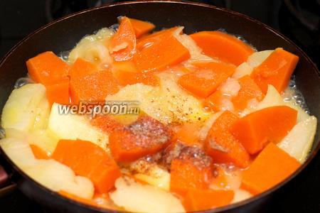 Когда тыква станет мягкой, добавить корицу и сахар по вкусу. Снять крышку и выпарить лишнюю жидкость.