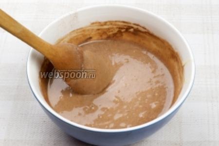 Оставшееся тесто разделить на 2 части и в одну добавить 2-3 ст. л. какао, чтобы придать тесту шоколадный цвет.