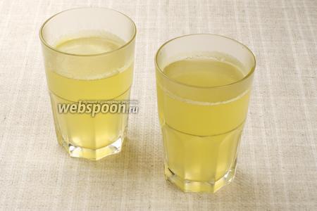 Готовый сбитень разлить по стаканам и подавать горячим. Можно по вкусу добавить лимон.