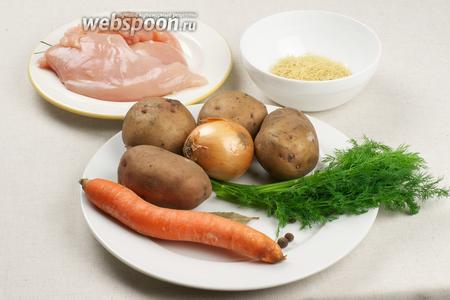 Для приготовления вермишелевого супа возьмём куриное филе, репчатый лук, морковь, вермишель, картофель, растительное масло и специи.