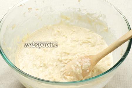 Готовое тесто хорошо перемешать, можно добавить зубчик чеснока, выдавленный через пресс.