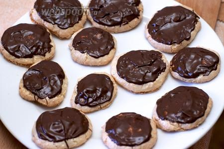 Из 1 порции получается 12 штук кокосового печенья, если хотите приготовить больше — увеличьте все ингредиенты в 2-3 раза.