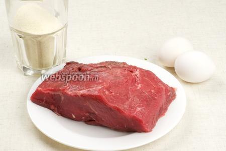 Для отбивных говядину лучше выбирать более светлую, ещё понадобятся полстакана манной крупы, пара яиц и специи.