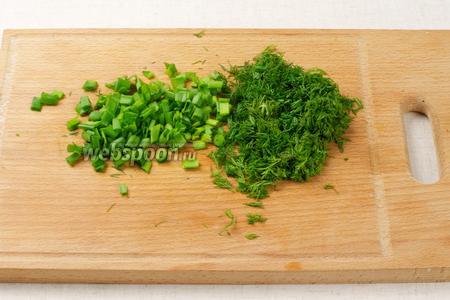 Зелень помыть, обсушить и мелко порезать.