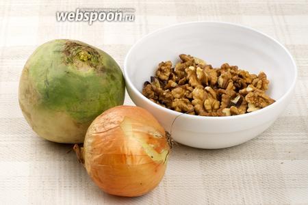 Основные продукты для приготовления салата — редька может быть чёрная, белая или зелёная, лук и орехи.