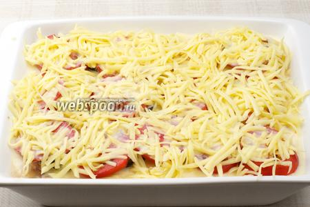 Верхний слой — натёртый сыр. Ставим в разогретую до 180 °С духовку на 45 минут.