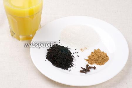 Для приготовления чая понадобится 2 стакана воды и 2 стакана сока. Количество специй и сахара можно регулировать по вкусу.