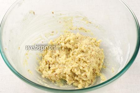 Замесить тесто, по консистенции оно должно получиться как мягкий пластилин. И затем положить его в холодильник на 30-40 минут.