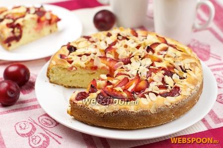 Пирог со сливами и миндалём