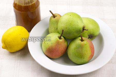 Для приготовления блюда возьмите 4-5 груш, мёд, молотую корицу и лимон.
