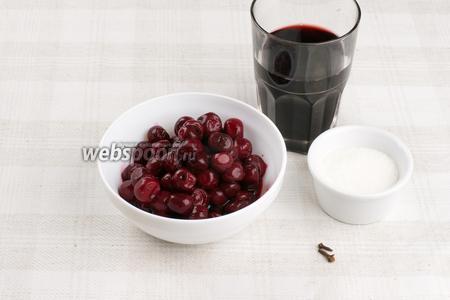 Для приготовления соуса возьмём красное сухое вино, сахар, гвоздику и вишню (если вишня мороженная, то предварительно её необходимо разморозить).
