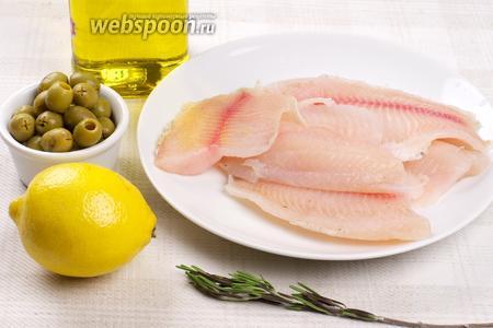 Для приготовления блюда возьмём филе тилапии, оливки, небольшой лимон, свежий розмарин, чёрный молотый перец и соль.