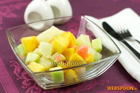 Салат из дыни, персиков и огурцов