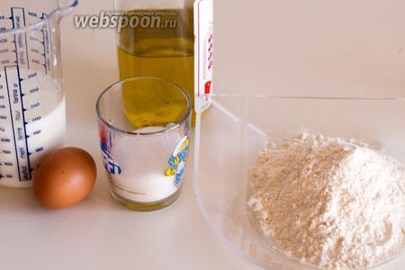 Для приготовления панкейков вам понадобятся мука, кефир, яйцо, сахар, соль, сода, разрыхлитель и оливковое или растительное масло.