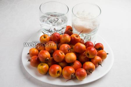 Чтобы приготовить варенье из райских яблок с хвостиками целиком, нужно взять спелые райские яблочки, сахар, воду, пару долек лимона.