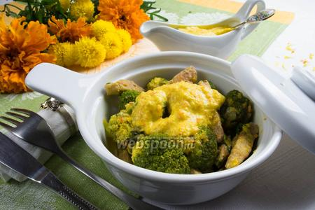 Свинина с брокколи в шафрановом соусе