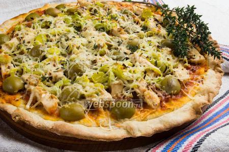 Пицца с курицей, маринованной в соусе с пряными травами