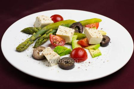 Салат из спаржи с маринованным сыром тофу