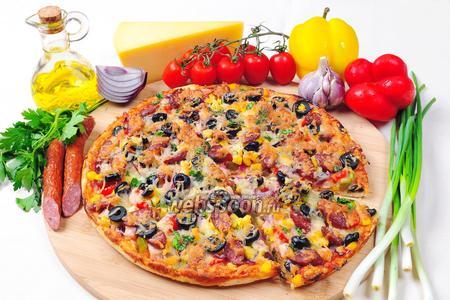 Пицца с курицей и охотничьими колбасками