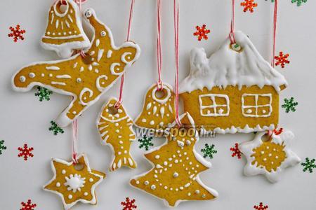 Рождественское печенье в белковой глазури