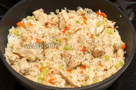 Накрыть крышкой и на медленном огне готовить ещё 2-3 минуты. Подавать блюдо горячим.