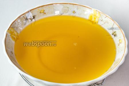 Когда гхи слегка остынет, перелейте его в посуду для хранения, а когда охладится до комнатной температуры, закройте плотно прилегающей крышкой. Выход 1100 мл.