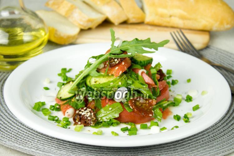 Фото Салат из свежих овощей с вялеными томатами