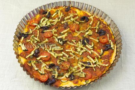 Готовую пиццу подавать немедленно.