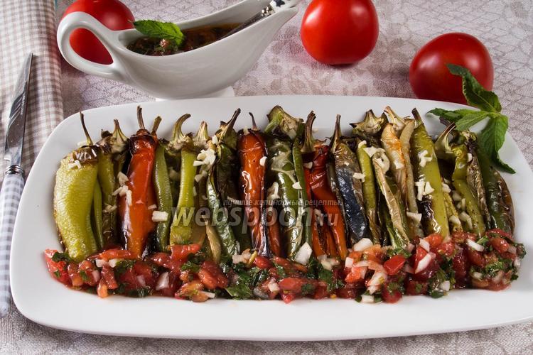 Рецепт Запечённые перцы под соусом из свежих томатов