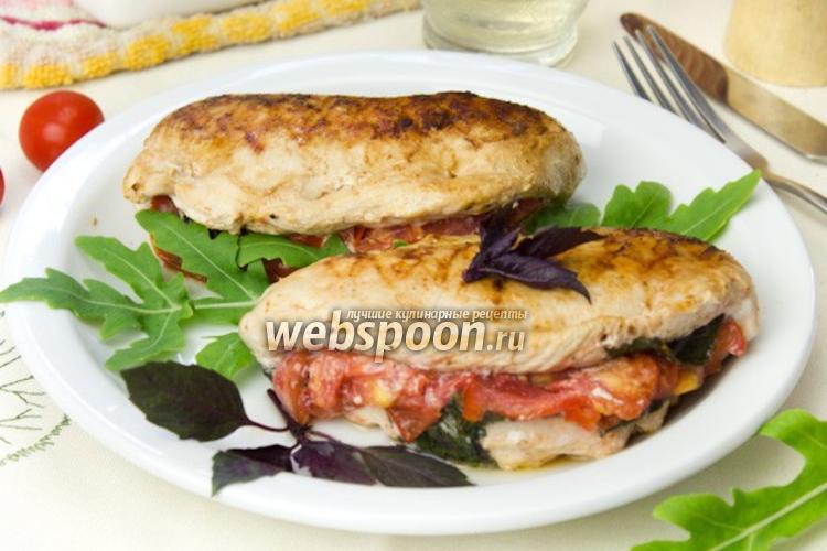 Фото Куриные грудки с томатами и базиликом