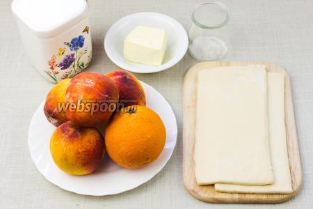 Для такого пирога понадобятся: слоёное тесто, персики, апельсин, сливочное масло, сахар, ванилин.
