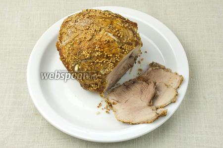 Мясо нарезать тонкими кусочками и подавать к столу.