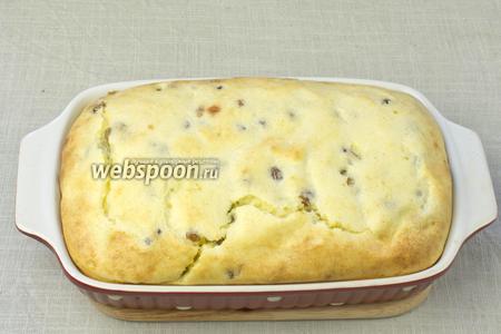 Когда верхушка приобретёт золотистый цвет — вынимайте суфле из духовки, немного остудите и подавайте к столу. Такой десерт одинаково хорош как в тёплом, так и в холодном виде.