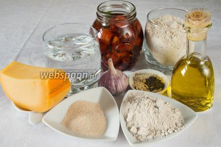 Чтобы испечь батоны, необходимо взять для теста: муку пшеничную и ржаную, дрожжи, воду, сахар, соль, чеснок, оливковое масло; для начинки: вяленые помидоры, сыр твёрдый, ржаную муку; для присыпки семечки подсолнуха и кунжута, мак.