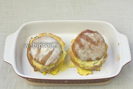 Фаршированные булочки подавать как в горячем, так и в холодном виде.