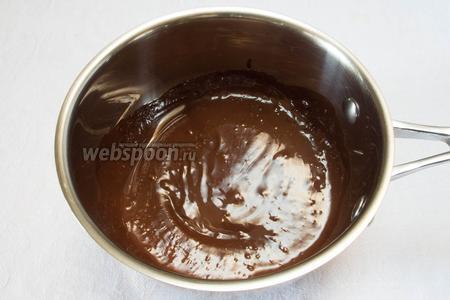 Растопить шоколад.
