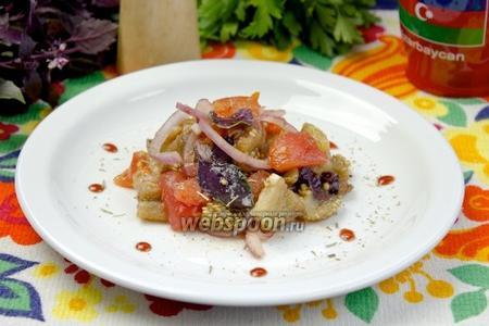 Салат из печёных овощей с гранатовым соусом