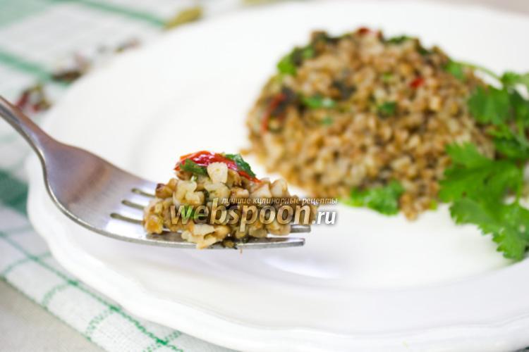 Фото Гречневая каша со шпинатом и перцем чили