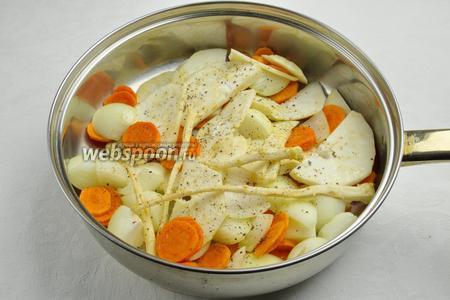 Припустить овощи в сливочном масле в течение 15 минут.
