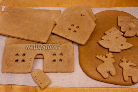 Детали домика и декорации необходимо остудить. Тем временем можно сделать карамель для склейки.