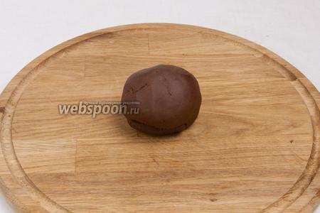 Теперь можно приступить к украшению домика. Для этого можно использовать айсинг или  мастику белую и шоколадную .